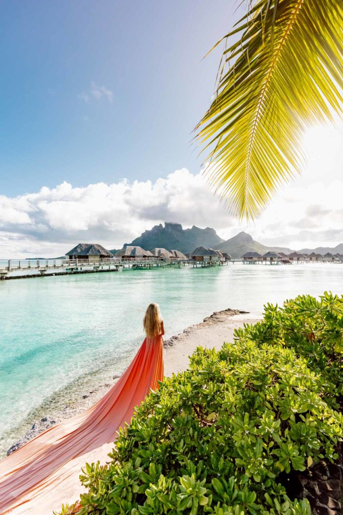 Bora Bora Photographer - Photoshoot with maxi flying dress - Coral Dress