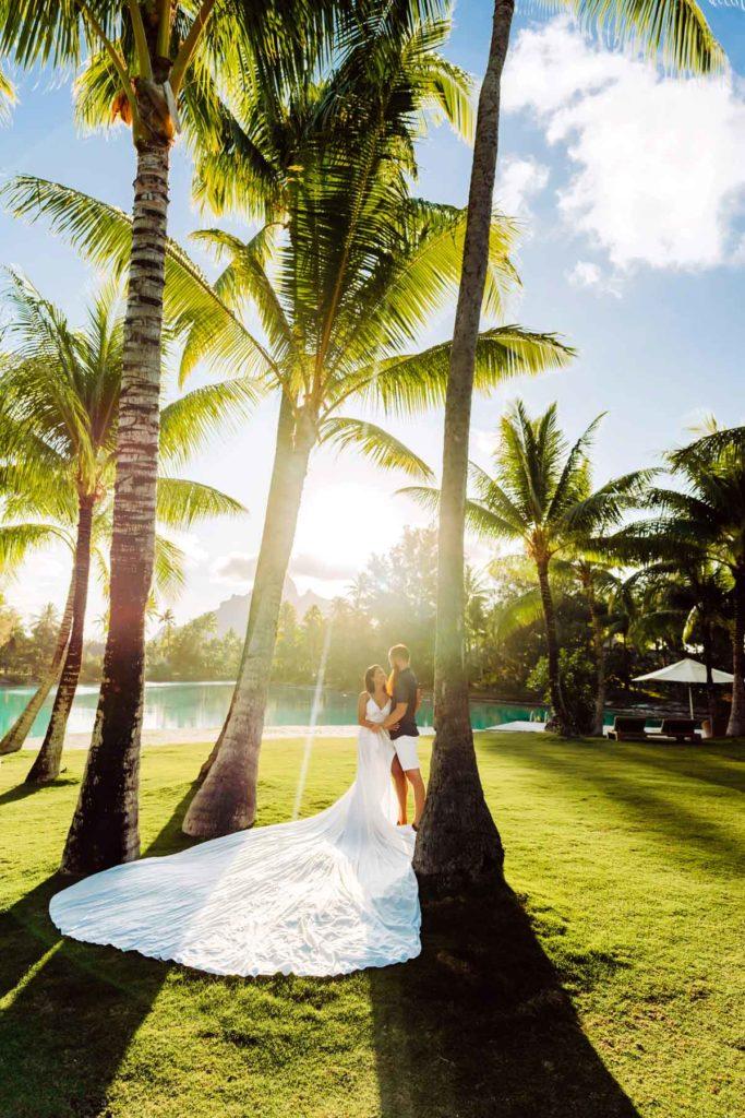 Bora Bora Photographer - Photoshoot with maxi flying dress - White Dress